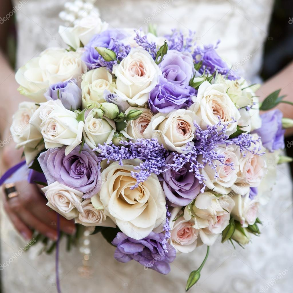 Bouquet Sposa Lisianthus.Bouquet Sposa Con Rose E Lisianthus Foto Stock