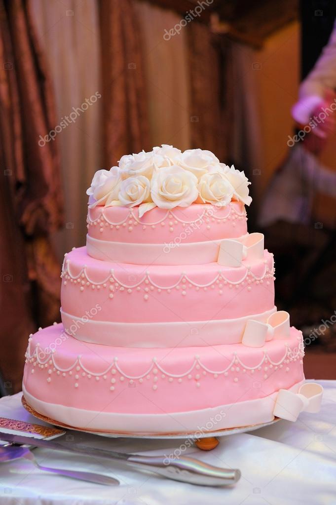 rózsaszín esküvői torta Rózsaszín esküvői torta rózsákkal — Stock Fotó © Lisovoy #59889275 rózsaszín esküvői torta