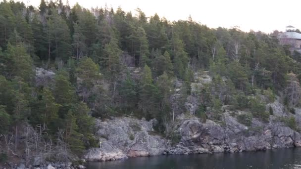 Les v ostrov v souostroví Stockholmu