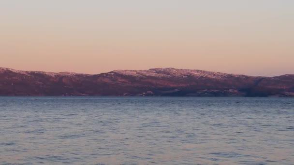 široký záběr Norsko krajiny, fjord a pohoří