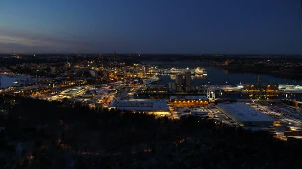 Letecký pohled na město illuminatet po západu slunce. Stockholm, Švédsko