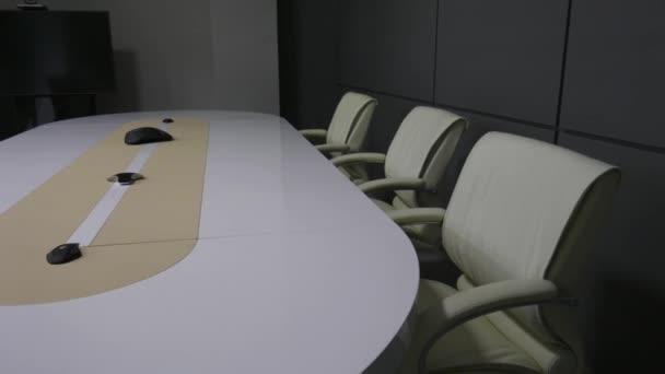 místnosti úřadu v ovládacím centru