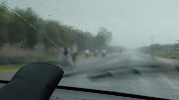 Stěrače na auto jsou odstranění déšť na auto