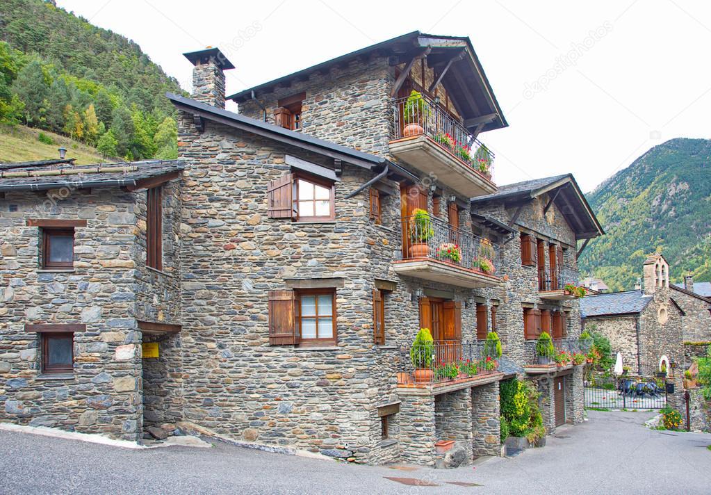 Tipici mattoni scuri tradizionali che case rurale andorra for 3 case in pietra