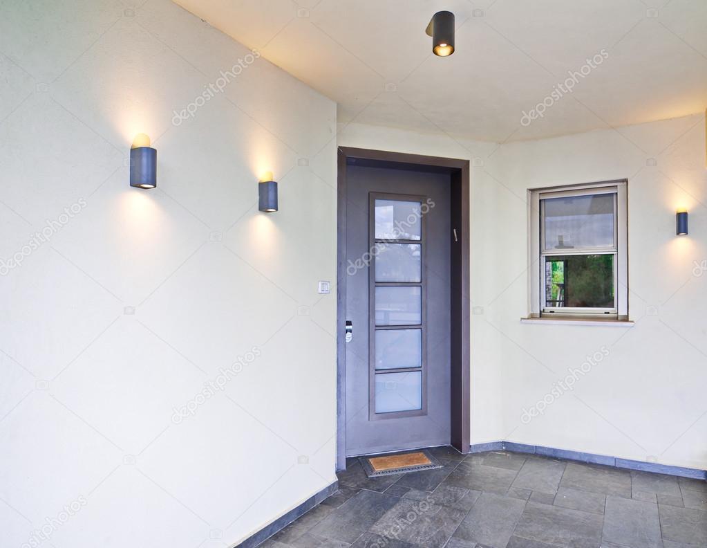 Moderne mediterrane huis ingang u2014 stockfoto © dnaveh #61661569