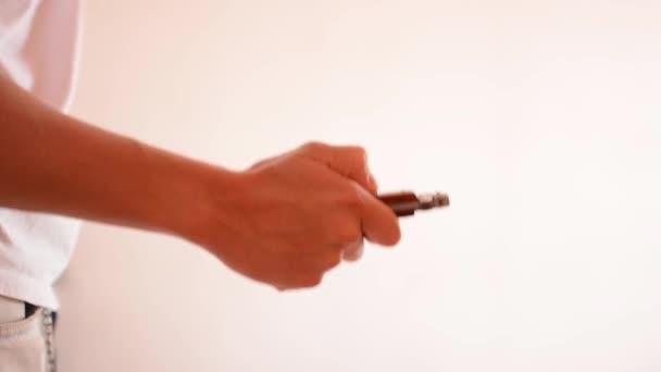 muž otevřený nůž a bodnutí
