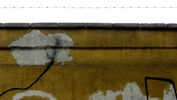 Ostnatý plot - kamenné zdi, oloupané