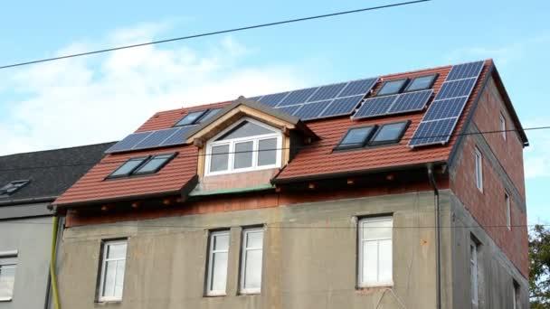 Renovované moderní dům - solární panely