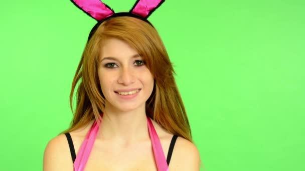 Mladá erotické - zelené obrazovky - portrét - sexy koketní modelu - studio - žena úsměvy