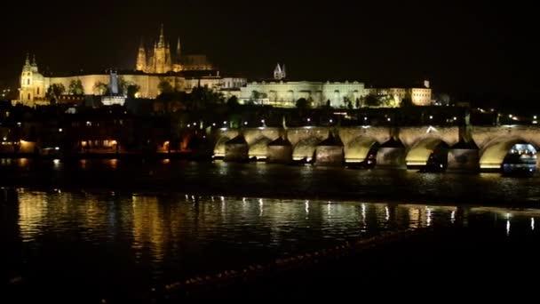 Noční město - Praha, Česká republika - Prague Castle (Hradcany) - Karlův most - světla (lampy)