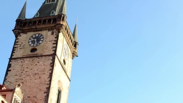 Orloj: Věž s modrou oblohu - Praha, Česká republika