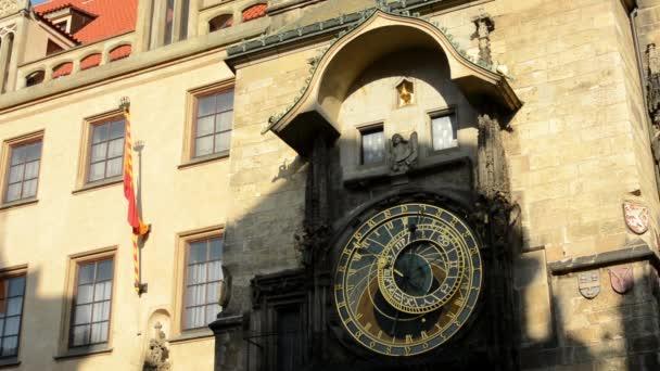 Orloj: Hodiny - Praha, Česká republika - detail - slunečno