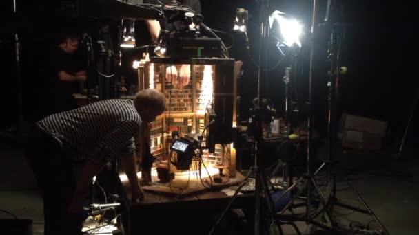 Filmová produkce - za scény - osvětlení - loutkové divadlo
