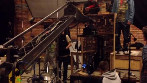 Filmová produkce - za scény - jeřáb - loutkové divadlo