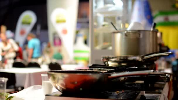 Kamna s nádobí - hrnce a pánve - parní vaření