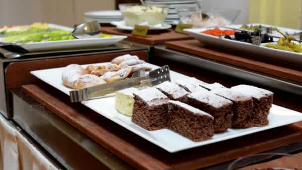 Tabulka potravin - bufet - marmeláda (jam) a sweet - dorty a koláče