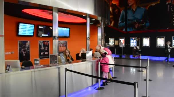 Cine taquilla con cajeros y clientes v deos de stock thopter 67693921 - Box office cine directors ...