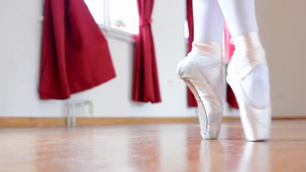 A hall - részlet láb (cipő) - parketta blokk tánc balerina