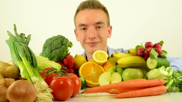 muži úsměvy-zdravé jídlo-zelenina a ovoce-bílá Studiová studia