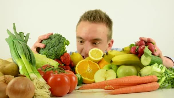 az ember illata az egészséges élelmiszer-zöldség és gyümölcs-fehér háttér stúdió