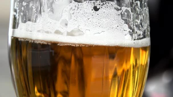 sklenici piva - detail