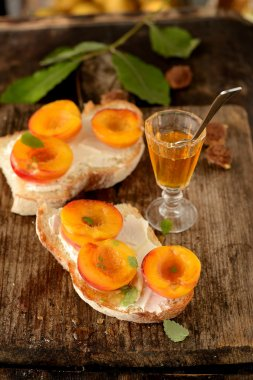 open sandwiches with peach and honey