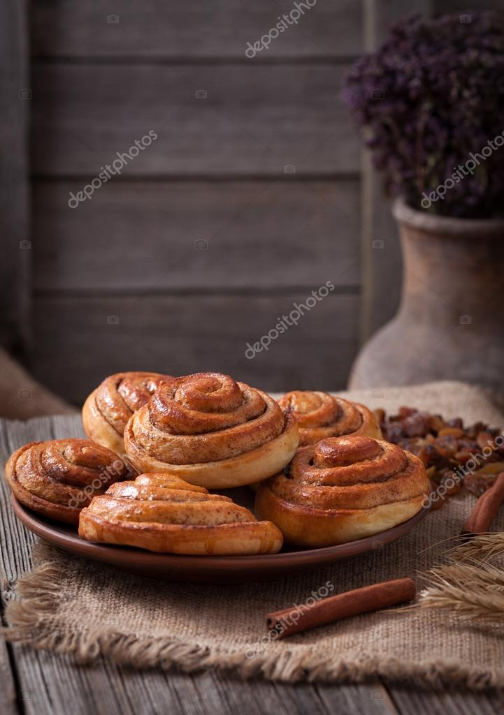 Kanelbullar suédois traditionnel, boulangerie pâtisserie \u2014 Image de  GreenArt_Photography