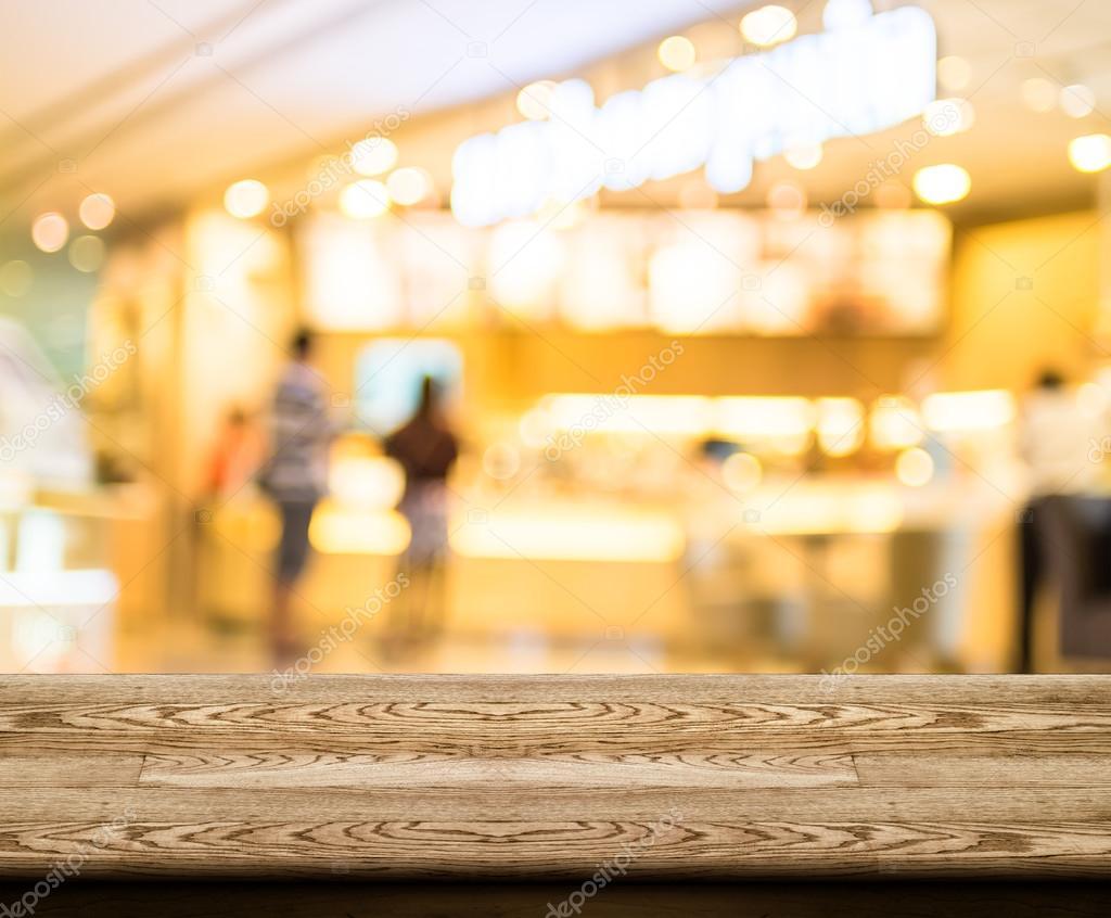 mesa de madera vacía superior con cafetería desenfoque con fondo ...