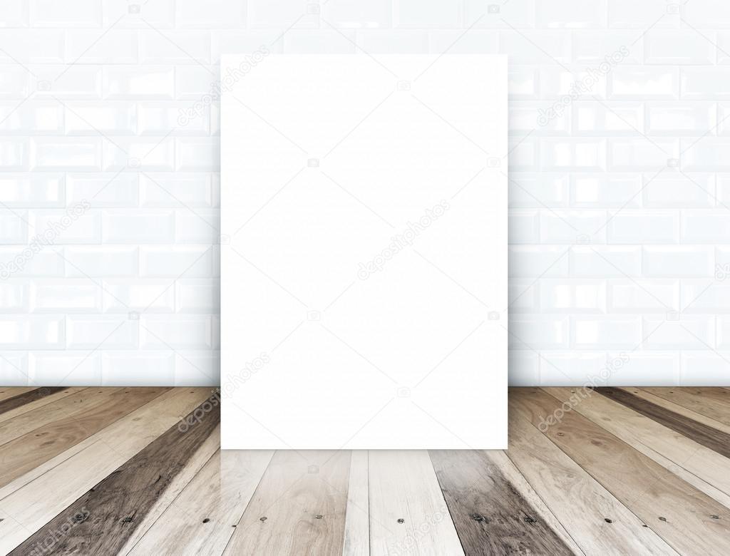 Houten Vloer Tegels : Papier poster over witte keramische tegels muur en tropische