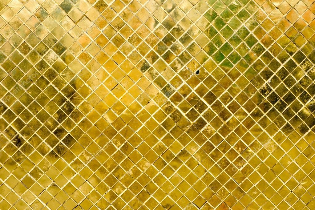 Parete di piastrelle mosaico oro lucido u foto stock weedezign