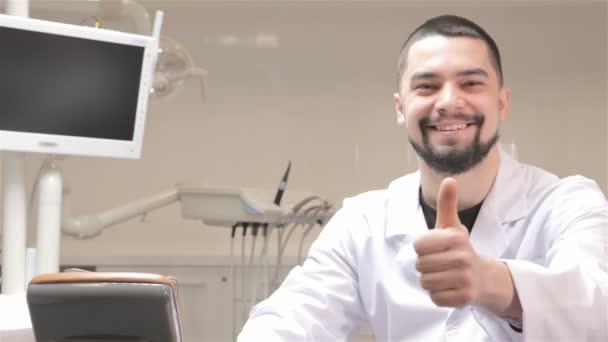 Zubaři Ukázat svůj palec na kabinet