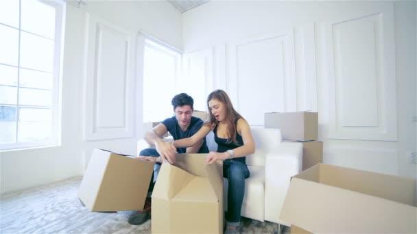 pár v lásce stěhování