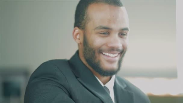 Egy fiatal afrikai üzletember portréja