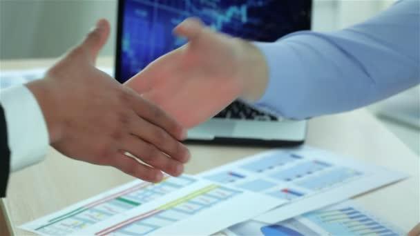 Moderní obchodní handshake