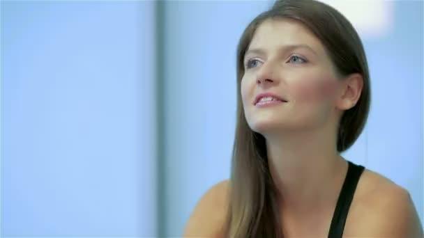 Közelkép a szimulátor-gyönyörű női sportolók
