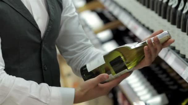prezentující nejlepší víno