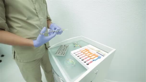 The dentist prepares an injection of anesthesia