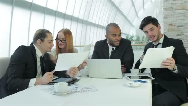 Obchodní jednání s kolegy