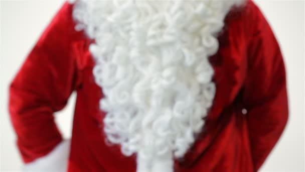 Santa, držení a nabízí dar zblízka