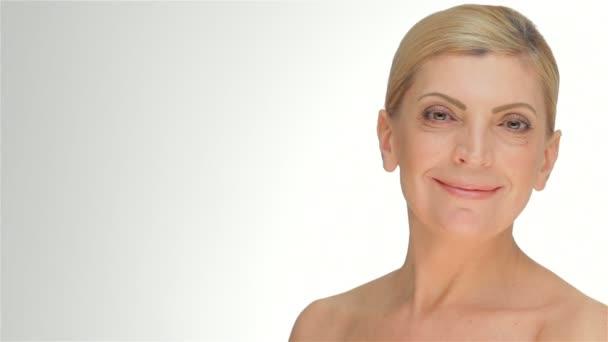 portrét smějící se žen středního věku