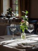 Fotografia servito a tavola in un ristorante