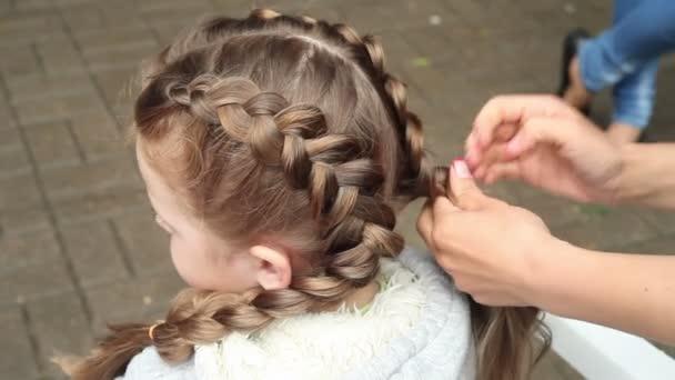 Fryzury Dla Dzieci Sprawia że Fryzjer Fryzury Z Włosów Pleciony