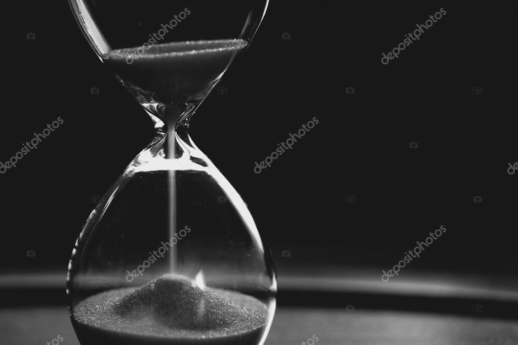 Reloj De Arena En Blanco Y Negro Foto De Stock Miwainoz 90552132