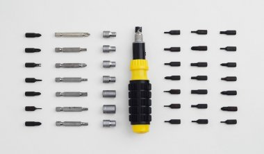 Ratchet screwdriver well arranged