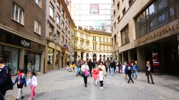 Bratislava, Slowakei, Menschen in der Einkaufsstraße Laurinska