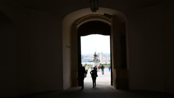 Bratislava, Slovensko, socha Svatopluka z hlavní brány hradu