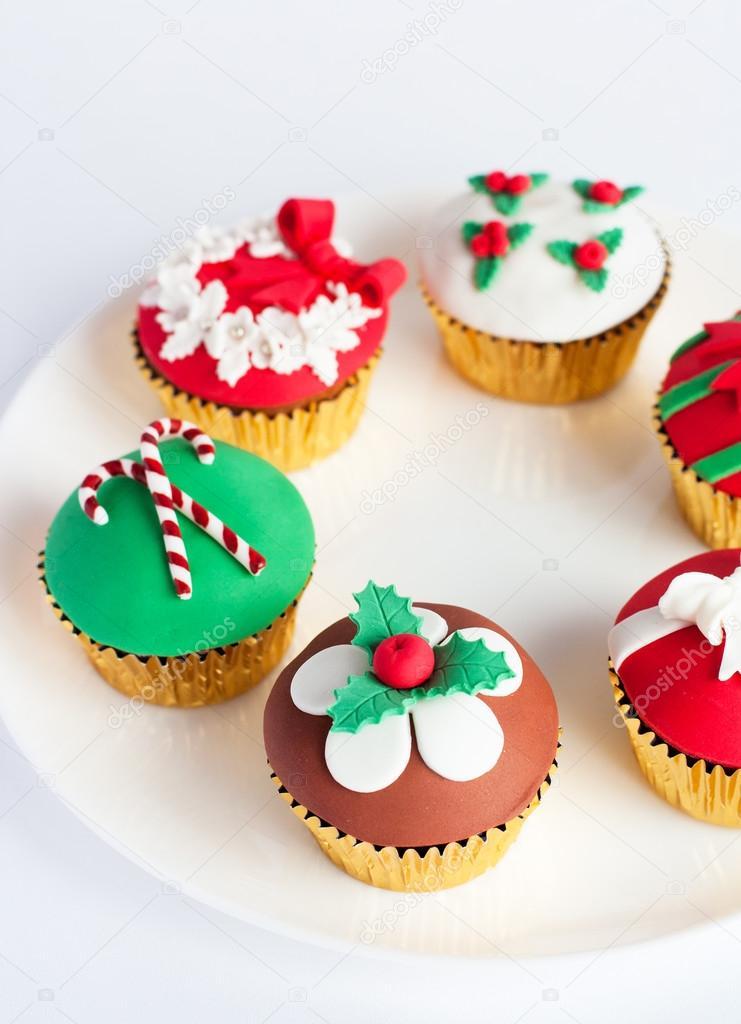 Decoraci n cupcakes pastillaje en plato blanco foto de for Decoracion en cupcakes
