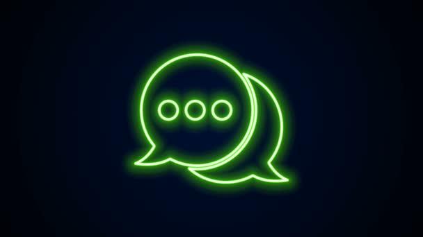 Ragyogó neon vonal Beszédbuborék chat ikon elszigetelt fekete alapon. Üzenet ikon. Kommunikáció vagy megjegyzés chat szimbólum. 4K Videó mozgás grafikus animáció