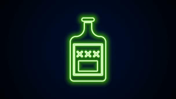 Világító neon vonal Whiskey palack ikon elszigetelt fekete alapon. 4K Videó mozgás grafikus animáció