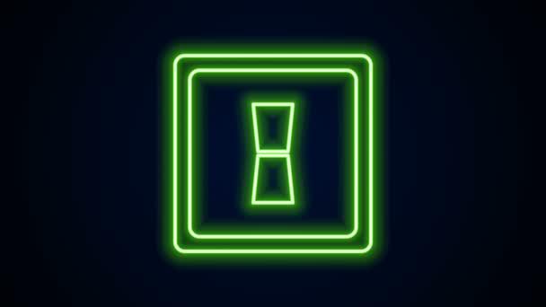 Žhnoucí neonová čára Ikona vypínače elektrického světla izolovaná na černém pozadí. Ikona Zapnuto a Vypnuto. Tmavší vypínač. Koncept úspory energie. Grafická animace pohybu videa 4K